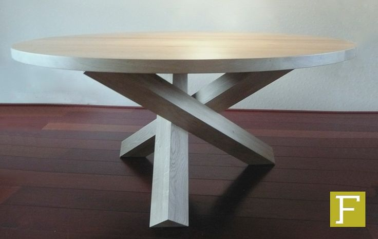 eettafel tafel eikenhout eiken maatwerk design meubelmaker hillegom rond