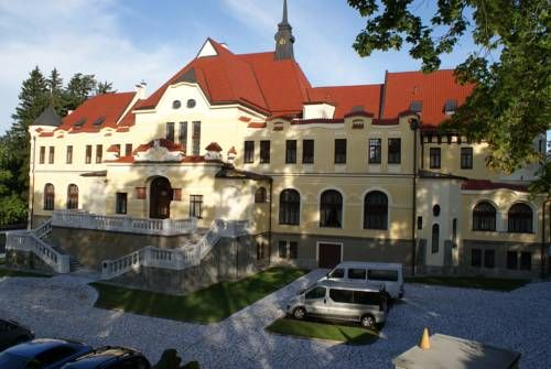 Rubezahl-Marienbad Castle&Wellness Hotel (Hotel Rubezahl-Marienbad, Marianske Lazne) Featuring free WiFi, Rubezahl-Marienbad Castle & Wellness Resort offers accommodation in Mariánské Lázně. The hotel has easy access to the main attractions such as a ski resort, a golf club and the Singing Fountain. #bestworldhotels #hotel #hotels #travel #cz #marianskelazne