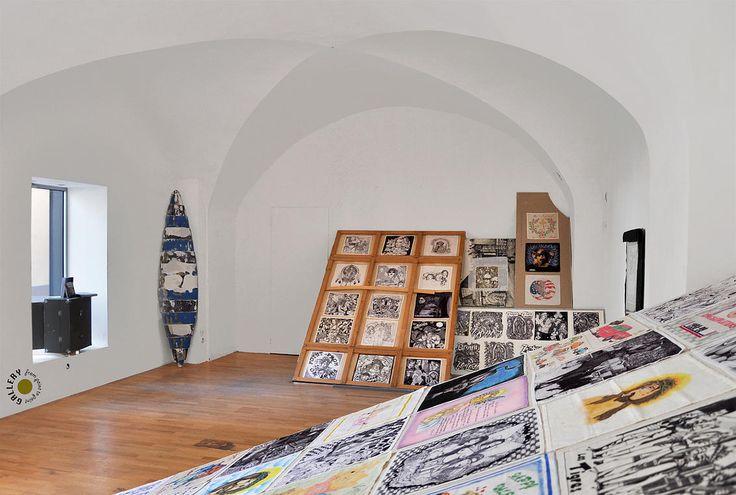 """""""Paños""""; dessins réalisés sur les mouchoirs par les chicanos des prisons américaines collectés et présentés par Reno Leplat-Torti http://www.pointtopoint-galerie.com/#!expositions-galerie-from-point-to-point-/zoom/cjg9/image_1166"""