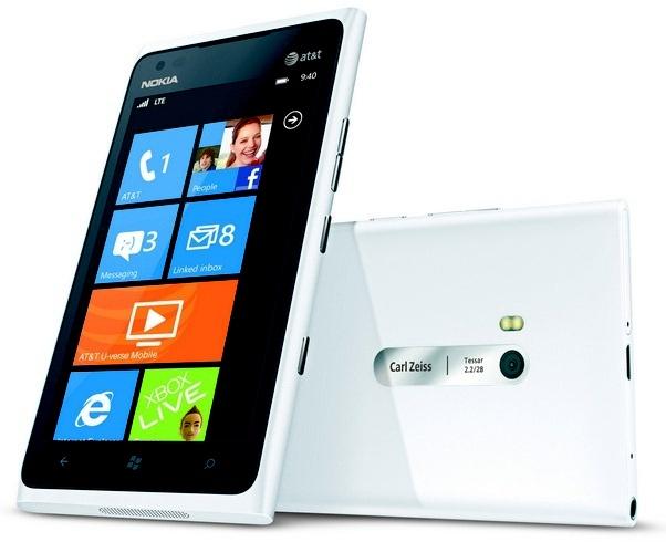 Nokia Lumia 900 hotness in shiny white