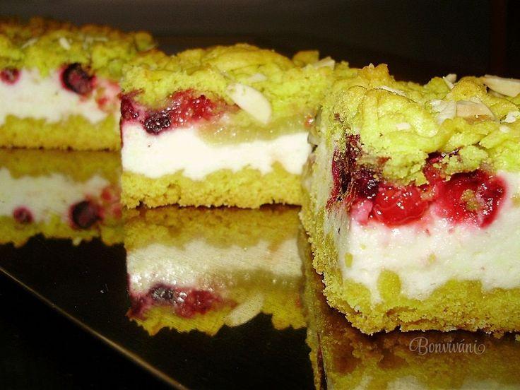 Strúhaný ovocný koláč