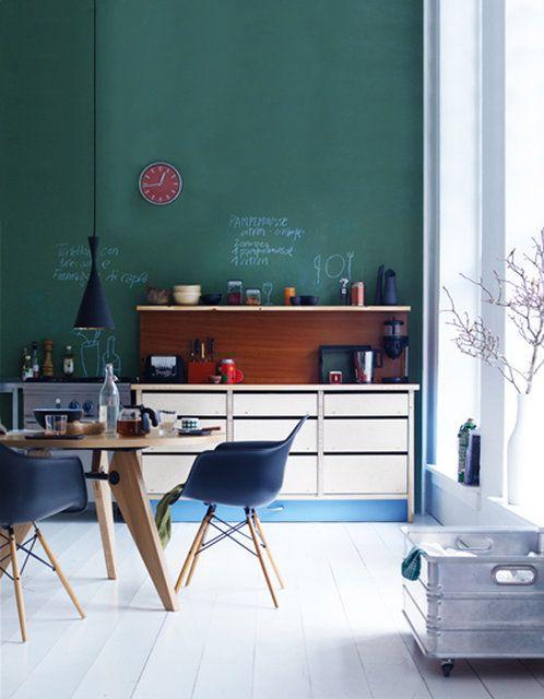 Een mooie diepe blauw-groen, Histor heeft een muurverf speciaal voor de keuken en badkamer die in alle kleuren te mengen is.