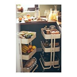 IKEA - RÅSKOG, Roltafel, Door het robuuste ontwerp en de vier wielen kan je de roltafel makkelijk verplaatsen en gebruiken waar je wilt. Omdat hij vrij klein is, past hij zelfs in krappe ruimtes.Perfect als extra opberger in de keuken, hal, slaapkamer of het kantoor aan huis.De roltafel is eenvoudig aan te passen aan wat je erin bewaart doordat de middenplank verstelbaar is.