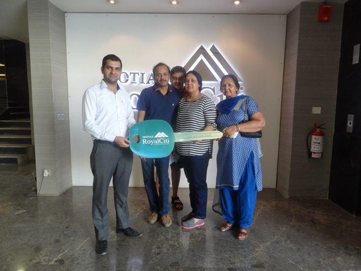 #MotiazRoyalCiti: Possession Update #3BHKFlatsinZirakpur with  Veeragana & Yogesh Gupta