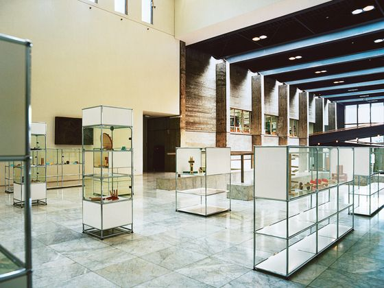 Display cabinets | USM Haller Glass showcase | USM | Fritz. Check it out on Architonic