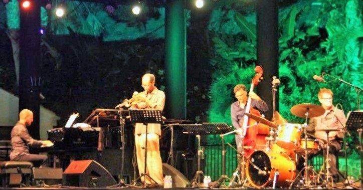 """ALMUÑÉCAR.El auditorio del parque """"El Majuelo"""", jardín botánico donde se realizan los conciertos, acogió a un público más especializado que los anteriores días,"""