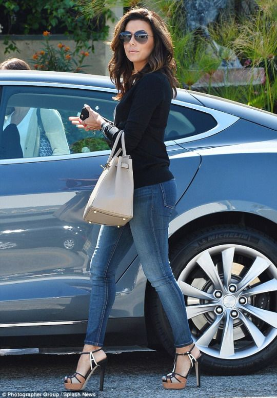 Eva Longoria Street Style Gorgeous In Skinny Jeans And Sky