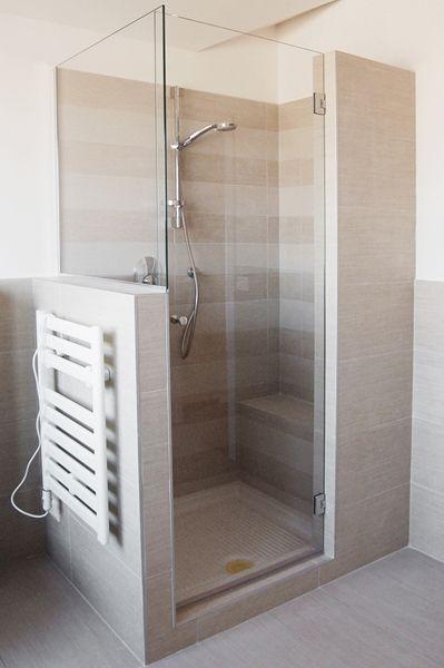 Oltre 25 fantastiche idee su bagni con doccia su pinterest - Bagno con muretto ...