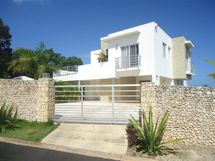 BIG REDUCING PRICE Listing #: V-12096 LG City: Sosua Price: U$435,000 Bedrooms: 5 Bathrooms: 4 Living area (sq. Feet): 3853.48 / sq Meters: 358 Lot Size (sq Feet): 10667.03 / sq Meters: 991 Lot Size (acres): 0.245 -  Stunning villa for sale in Sosua The villa is located in Sosua Dominican Republic.