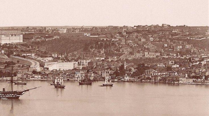 1800'lü yılların sonunda Beşiktaş: Yukarıya doğru sırayla dizilmiş evler, Saray çalışanları için yapılmış sıra evler; şimdiki Akaretler: #ArşivDeşen