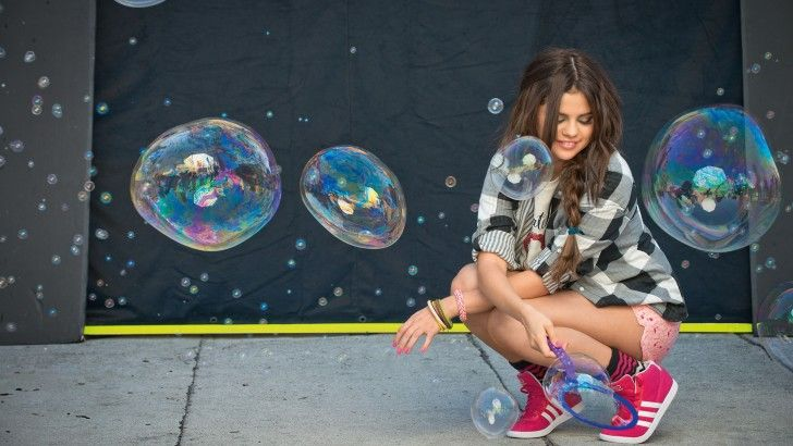Selena Gomez Pink Shoes