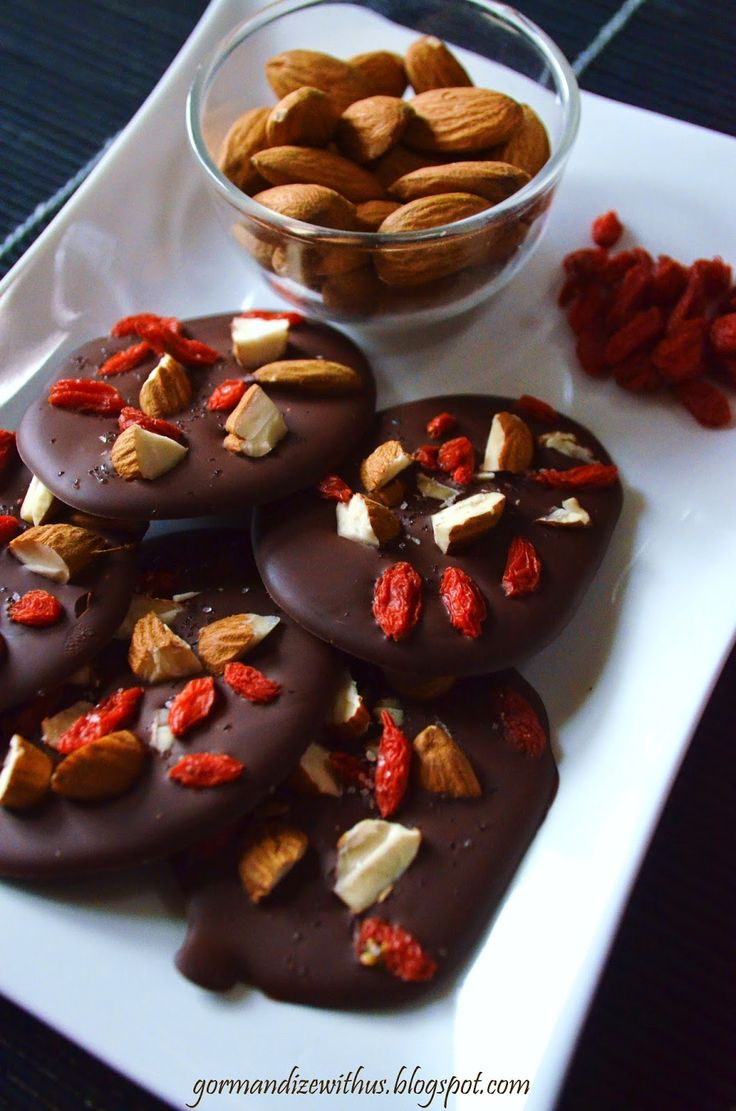 Gormandize: Almond & Goji Berry Chocolate Snaps