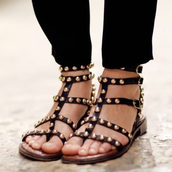 Sam Edelman Eavan black gold studded sandals ↠ Sam Edelman black gold studded sandals - eavan ↠ size 7.5  ↠ gently worn, some minor signs of wear like scratches on the studs(on like 3 of them), but can barely tell when worn.  ↠ no trades, no PayPal - feel free to make an offer.   xx Sam Edelman Shoes Sandals