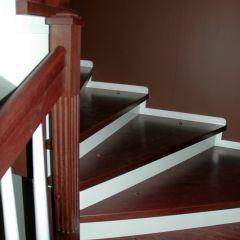 Наши работы. Изготовление деревянных лестниц, дверей, столов.