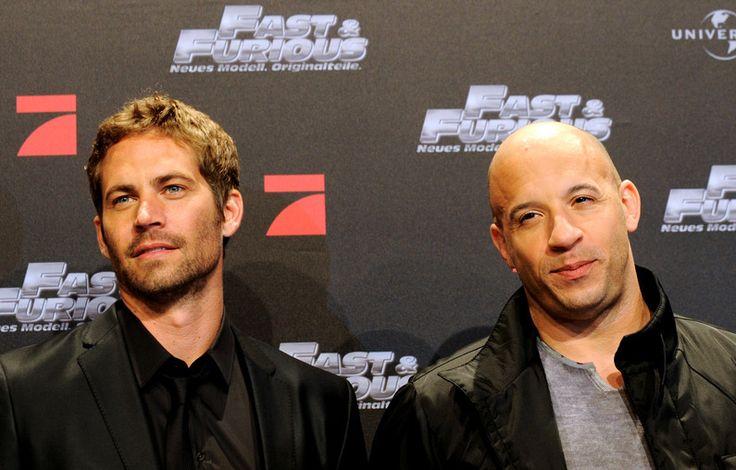 """Paul Walker pose en compagnie de son partenaire Vin Diesel en 2009 pour la sortie de """"Fast and Furious 4"""""""