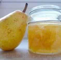 """Confiture de poires Williams à la vanille 1 kg de poires Williams juste mûres mais surtout pas molles (poids net : épluchées et épépinées) (n'utilisez pas une autre variété de poire, ce serait moins bon). 650 g de sucre blanc 1 gousse de vanille Bourbon le jus d'1 citron jaune 100 g de gelée de coings (ou de gelée de pommes) (maison pour moi ; mais ce n'est pas grave si elle vient du supermarché et d'une marque """"de base""""...)"""