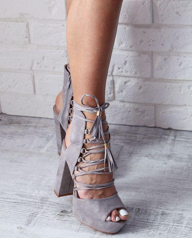 Szare nie musi oznaczać nudne! te sandałki w szarym odcieniu wyglądają niesamowicie! I znajdziecie je w naszej ofercie! www.BUU.pl
