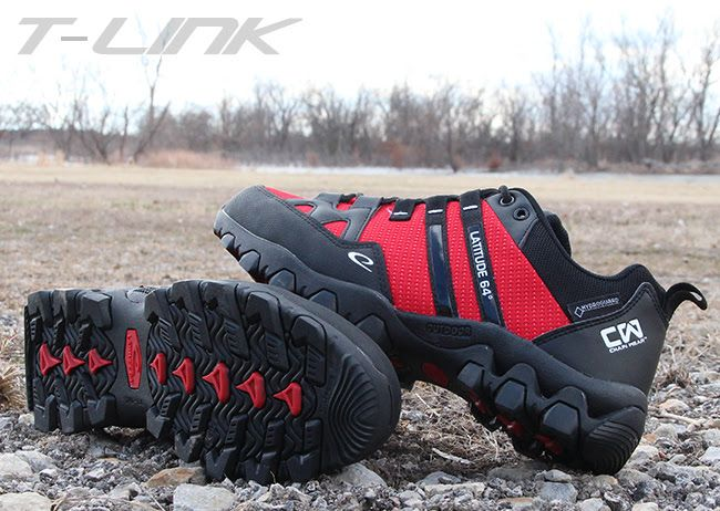 Stay focused under pressure with the T-Link Disc Golf Shoe from Latitude 64°. The rugged, carved antislip outsole gives you confidence both on tee and in terrain. This custom built Disc Golf shoe lets you focus on each shot and wearing it off the course will show the world that you are a Disc Golfer at heart.