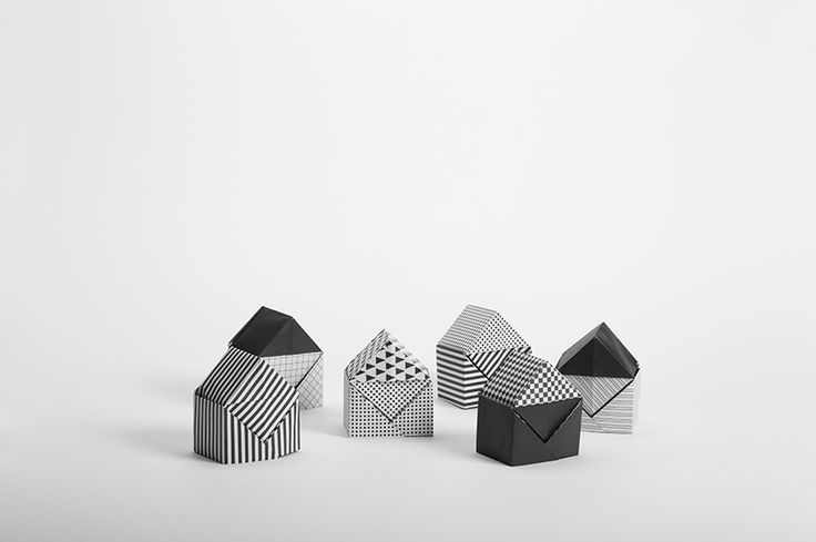 Archifold is a series of origami sheetof paper, the motives are based on the framework used by architects to create plans. A diagram is included in the envelope to give the possibility of making a little house, but it's only one of the many possibilities offered by this set. Simple and complex, all origami models can be made with archifold. …