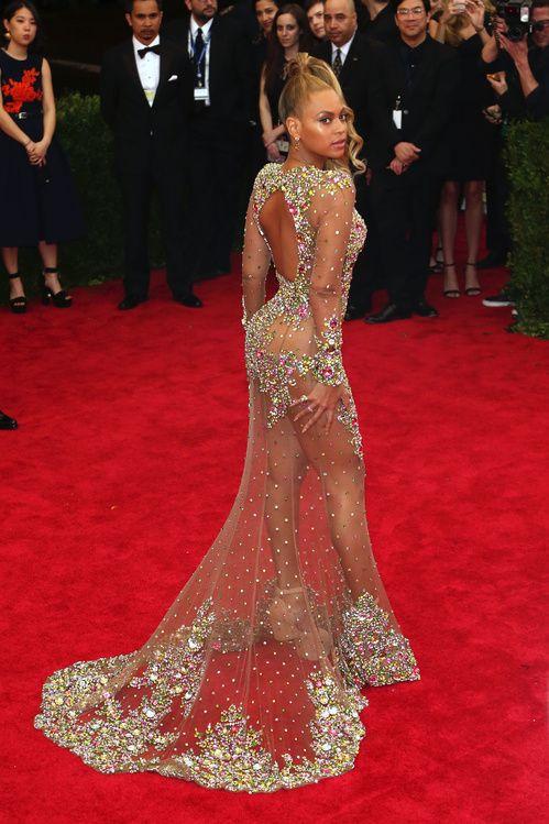 Beyoncé en robe Givenchy et bijoux Lorraine Schwartz au gala du MET Costume Institute 2015