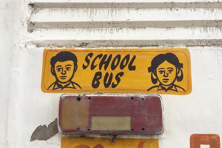 平たい あーみんを飛び越えて蛭子さんぽい Baby in the car的意味のサインのようで 多くのスクールバスの後ろに男の子女の子が描かれており これが職人ごとに微妙に異なる スクールバスを見つけるのが楽しくなってしまった . . #india #indo #lifeinindia #life #painting #travel #scenery #kitsch #インド #インド暮らし #手仕事 #ペインティング #旅 #キッチュ #インドペイントコレクション #神様 #岡田あーみん