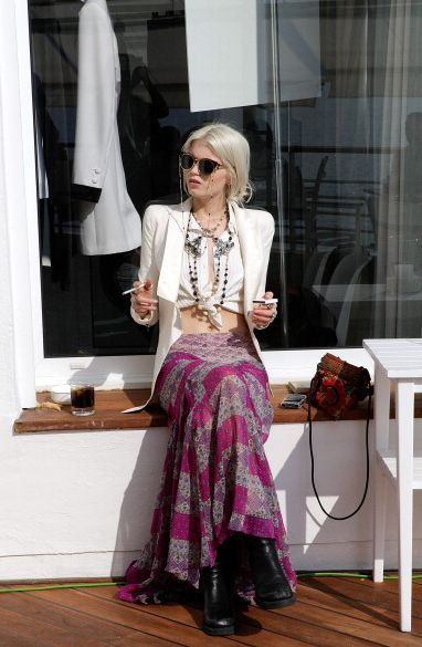 : Boho Chic, White Blazers, Crop Tops, Abbeyleekershaw, Street Style, Outfit, Long Skirts, Abbey Lee Kershaw, Maxi Skirts
