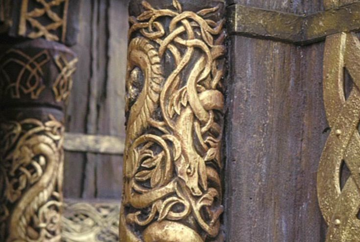 can i have these pillars in my den? or, at the very least, these engravings on my doorframes? :)