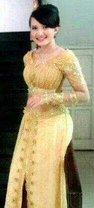 Kebaya gold lace