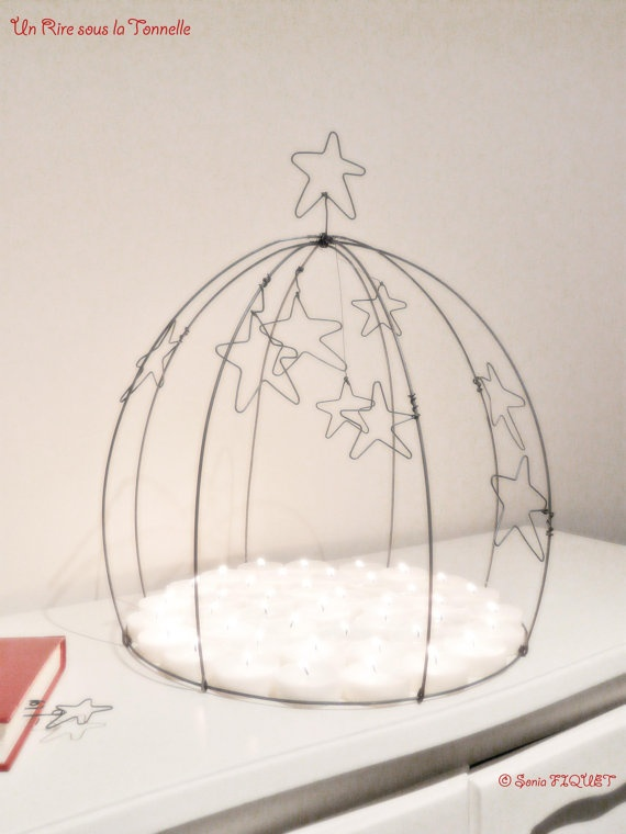 Cake stand dome candles cloche wire  par UnRiresouslaTonnelle, €127,00 © Sonia FIQUET