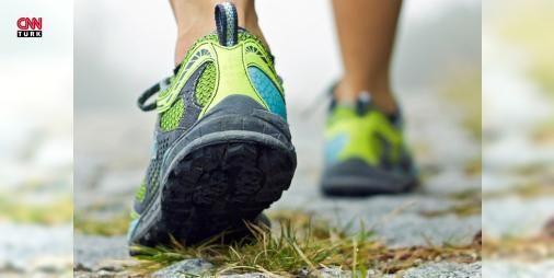 Günde en az 30 dakika yürürsek neler olur? : Günümüzde harika spor merkezleri ve aksesuarları aklımızı başımızdan alıyor. Spor kıyafetleri ayakkabılar uzay üssüne girmiş gibi hissettiğimiz spor salonları her yerde Oysa sadece tempolu yürüyerek bile harika şeyler gerçekleştirmek mümkün. Günümüzdeki tüm korkutucu hastalıkların hareketsizlikten ve mutsuzluktan kaynaklandığını unutmayın ve sağlığınıza doğru yürüyün. Yürümek spor yapmak sizi hem hareketlendirir hem de mutlu eder diyen Üsküdar…