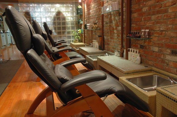 1000 ideas about pedicure chair on pinterest spa chair for Gravity salon