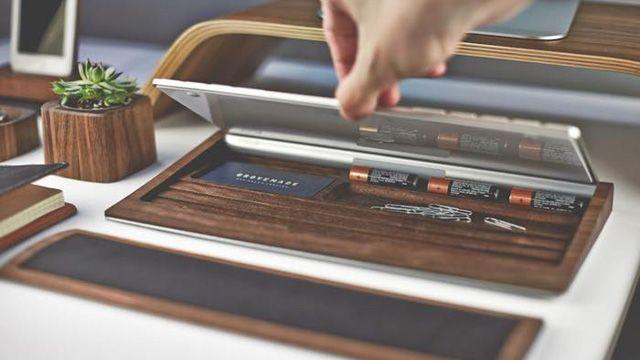 iMacを愛用している人におすすめのアイテム、「Walnut Keyboard Tray」 キーボードの下に収納する