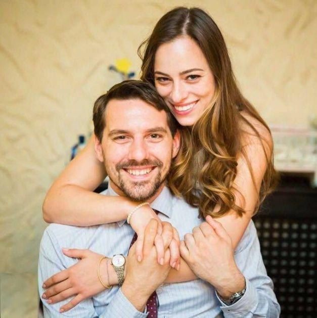 Nicolae Medforth-Mills, nepotul Regelui Mihai şi fost Principe al României, a anunţat că se va căsători cu Alina-Maria Binder, o tânără discretă, pasionată de aviaţie.