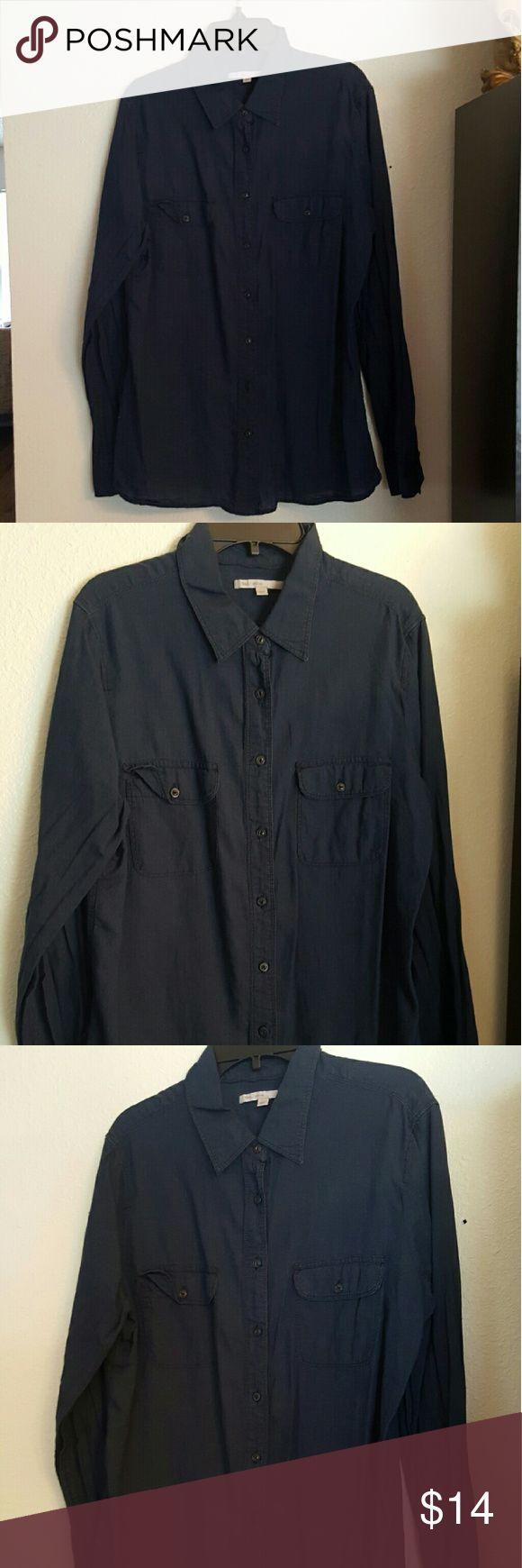 *LIKE NEW* GAP Women's Button-Down Sz Medium *LIKE NEW CONDITION*  GAP Women's Button-Down Navy Blue   Women's  Size  Medium GAP Tops Button Down Shirts