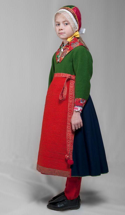 Dräktskick barn - Kyrkdräkt flicka. Boda, Sweden. Institutet för språk och folkminnen