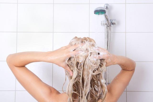Jak często myć włosy, aby wyglądały pięknie i zdrowo? #WŁOSY #PORADY #MYCIE #WŁOSÓW