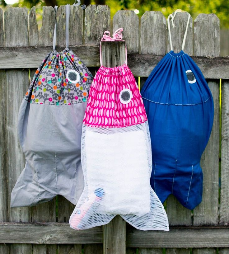 Simple sewing project for beinngers. Make this adorable fish-shaped bag to carry to the pool or beach.