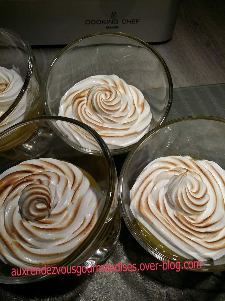 Lemon curd et meringue italienne au Cooking Chef Inutile de dire que c'est un fabuleux dessert, personne n'y résiste ici, je parie qu'il en sera de même chez vous. Recette kenwood tirée du livre fourni avec le robot Ingrédients pour 4 à 6 verrines : Lemon...