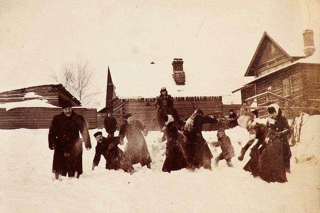 §§§ : Snowball fight, Russia : 1900
