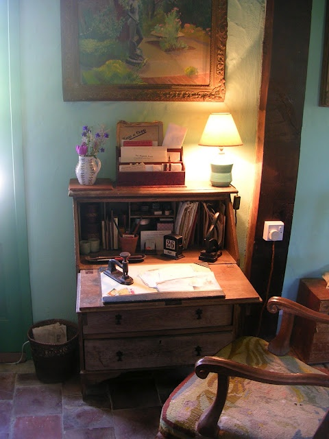 Monk's House, Rodmell: the little desk in the living room