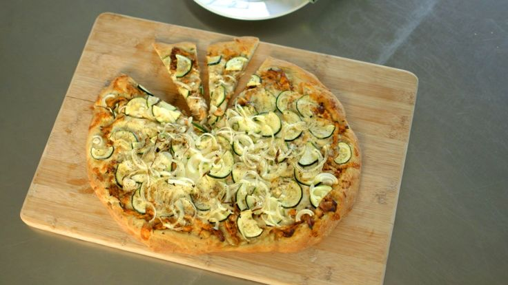 Watch Martha Stewart's Barbecued Chicken-Zucchini Pizza Recipe Video. Get more step-by-step instructions and how to's from Martha Stewart.