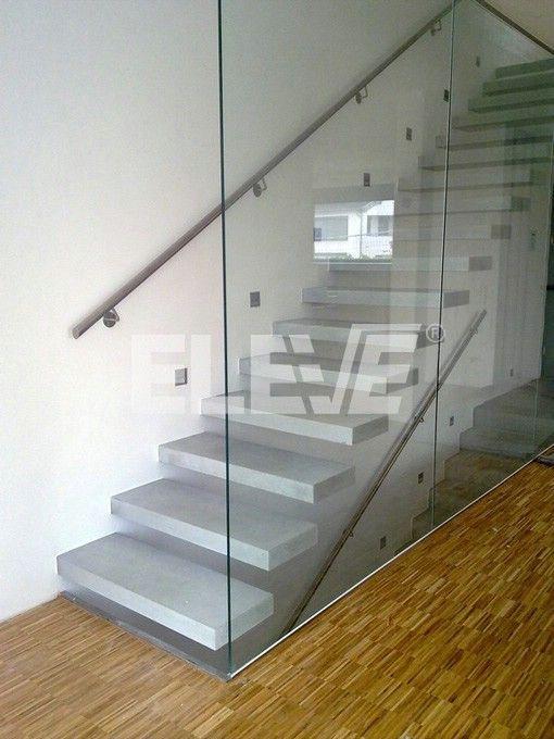 Vista Lateral de Escalera Especial tipo Ménsula, Diseño Baranda en Vidrio