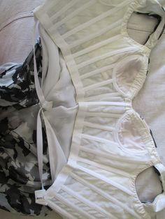 Oscar de la Renta Beaded Tiered Black Gown #corset#inside