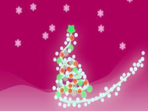 Un vistoso árbol de Navidad en un fondo fucsia