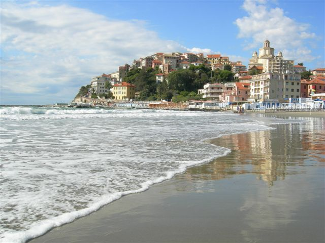 Porto Maurizio beach, only 10 minutes far by car from I 99 Olivi