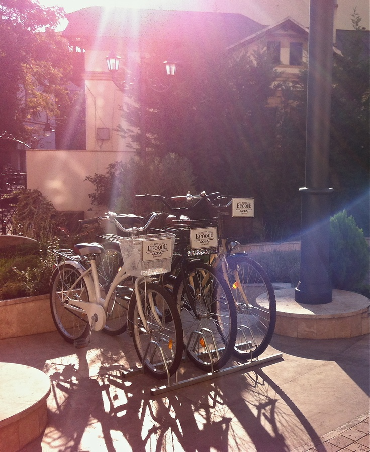 Our retro bicycles ready to accompany you in the nearby Cișmigiu Gardens!