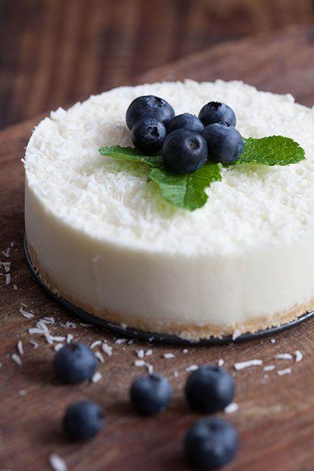 Pastel de limón, een makkelijk recept voor een citroentaartje, met een koekbodem en kokosrasp, waarbij geen oven aan te pas komt.