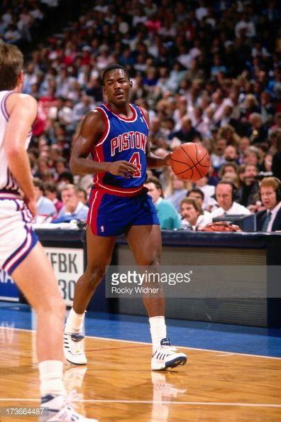 Fotografia de notícias : Joe Dumars of the Detroit Pistons dribbles...