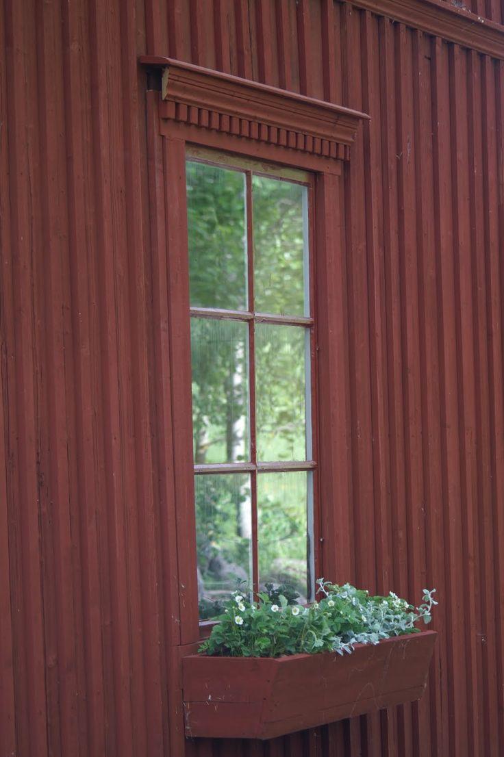 Blomlåda. Falurödfärg. Window box.