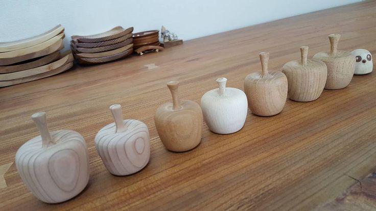 今日は#りんご #収穫 #杉 #欅 #けやき #樫 #かし #のぞいてる #ふくろう #木工 #木工品 #木工品手作リ #手作り #ハンドメイド #ハンドメイド品 #木工女子 #木工旋盤 #wood #woodwork #woodworking #woodturning #woodaccessories #handmade #natural #apple #apples de totto953